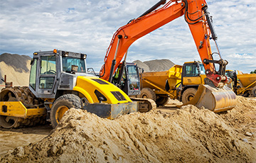 The installed base of construction equipment OEM telematics systems will reach 4.9 million units worldwide by 2022
